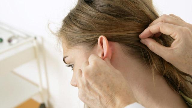 Запалення лімфовузлів за вухами