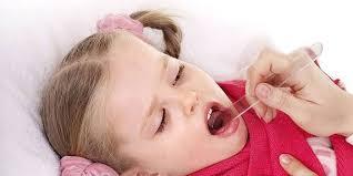 Червоне горло у дитини з температурою і без